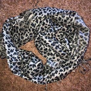 Paskmina scarf gray leopard beautiful